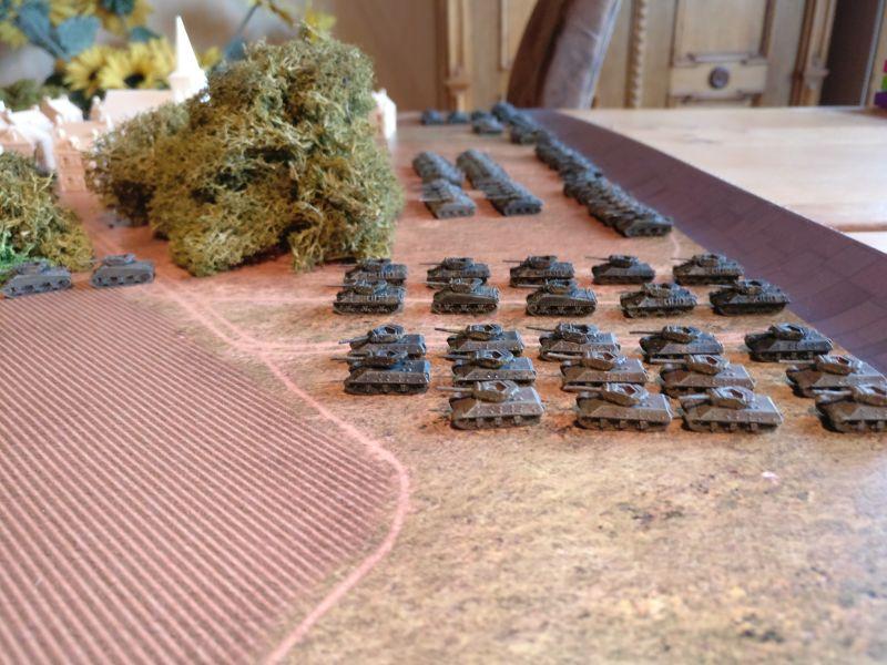 Die beiden anderen Tank-Destroyer-Kompanien setzen sich nun ebenfalls in Bewegung. Sie sollen der ersten Kompanie folgen.