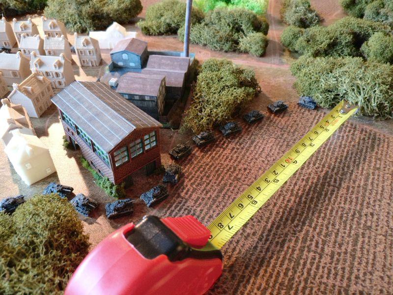 Die A Company des Recce-Battalion zeht weiter vor. Man hält sich aber jetzt an den Waldrand gedrückt. Feindkontakt steht zu erwarten.