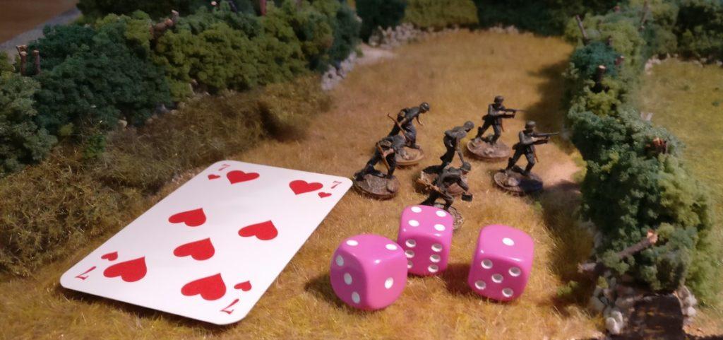 Um in Deckung zu gehen, muss die Kommandokarte so abgearbeitet werden, als wolle man Schießen. Bei dieser Roten Kommandokarte wird also mit drei W6-Würfeln gewürfelt, um den Kartenwert in Augen zu erwürfeln oder zu übertreffen..