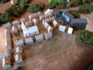 """Eine der beiden Ortschaften auf der Battle-Mat. Nennen wir sie """"Houffalize"""". Die beginnende Industrialisierung des aufstrebenden Ortes ist nicht zu übersehen."""