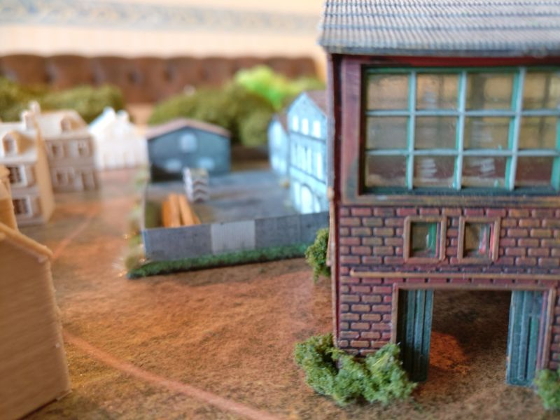 """Die """"Zone industrielle"""" von Houffalize. Maxens Fabrik im Bildmittelgrund, davor des Sturmis Montagehalle."""