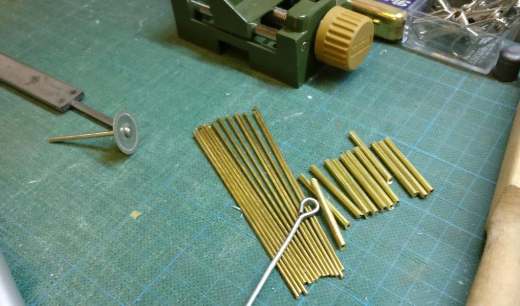 Schichtende im Generalunternehmen Industriebau: 14 Messinghülsen und 14 Messingstifte sind fertig geworden.