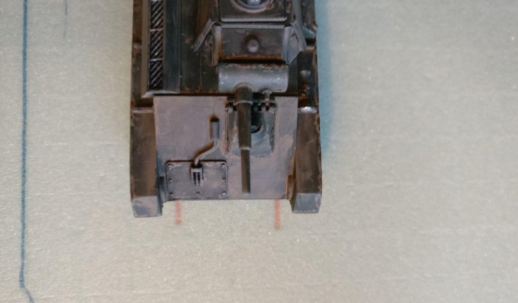 Der T-70 schafft es mit Ach und Krach, auf der Inspektionsgrube Platz zu nehmen.