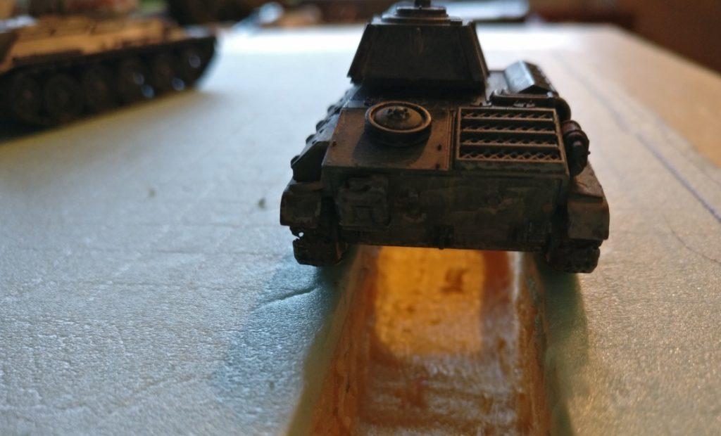 Für den T-70 wird es eng - geht aber auch noch. Breiter hätte man die Inspektionsgrube nicht anlegen dürfen.