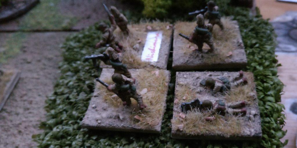Verstärkung der Japaner tifft ein. Vier Trupps treten an.