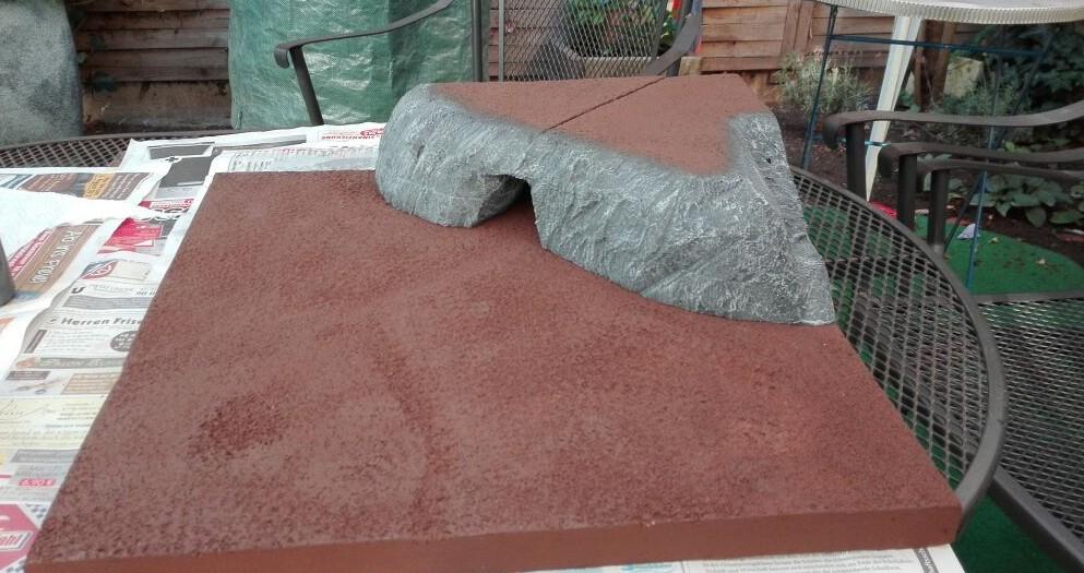 Oben auf dem Felsen kommt nochmals etwas Braun zum Einsatz.