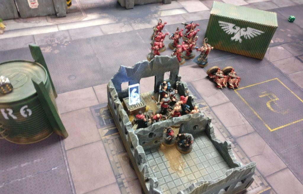 """Spieltisch """"Warhammer"""" von Chefoberboss auf der Table-Topia in Aschaffenburg."""