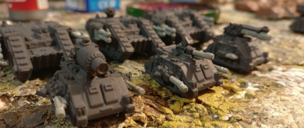 """Die MG 151/15 bemale ich in einem hellen Grauton: """"Mittelgrau"""". Anschließend erfolgt das Auftragen des schwarzen Washs."""