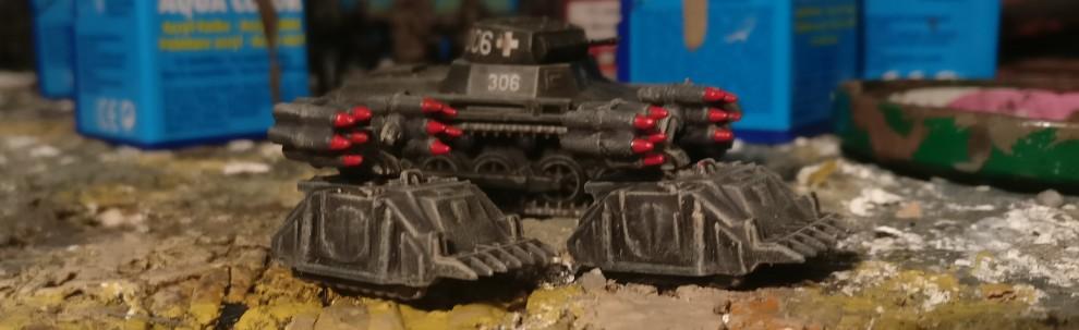 """Das Sd.Kfz. 301f nach dem Trockenbürsten mit """"Beige"""". Die in die Werferrohre eingeführten Panzerfäuste mit der für Wehrmacht-Equipment sehr untypischen roten Kennzeichnung."""