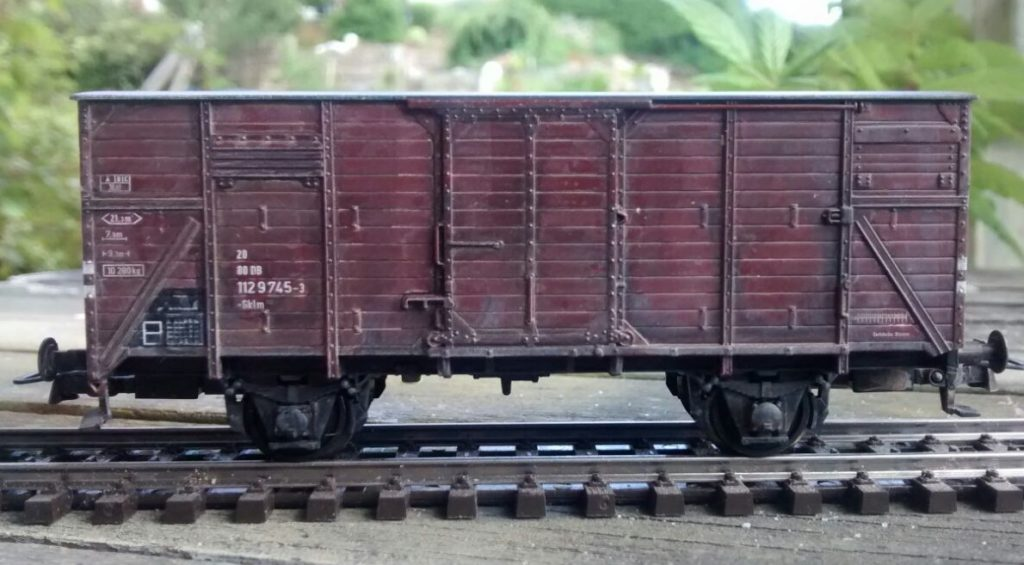 Modellbahn-Alterung: gedeckter Güterwagen G10 von Roco.