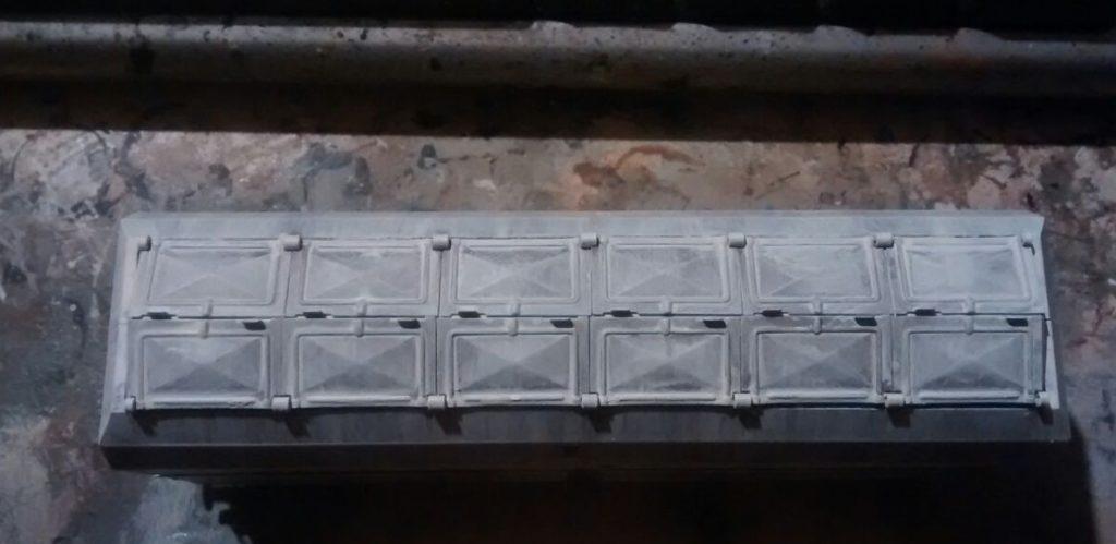 Die Dachpartie direkt nach dem Auftrag der Lasur.