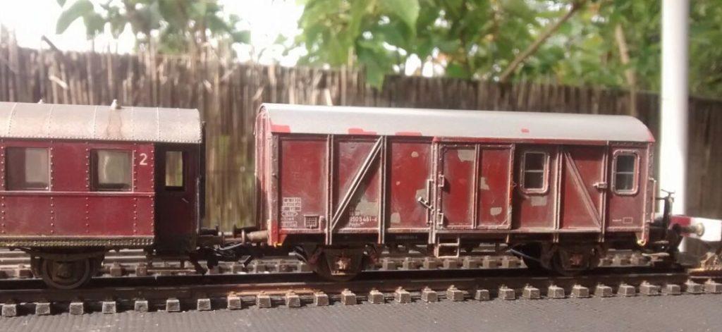 Der Roco 46259 Pwghs-54 Güterzug-Begleitwagen der DB.