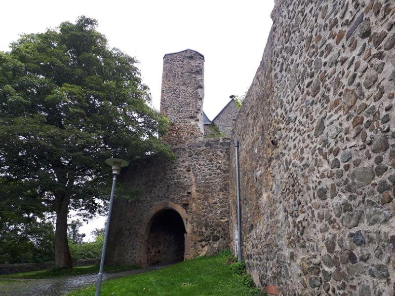 Eindrücke von der Jugendburg Hohensolms bei Gießen, dem ort des Geschehens am Bastel- und Bemalwochenende der Unikörner.