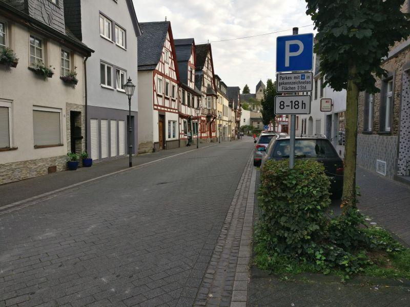 Am Ende dieser Straße findet sich im schönen Rhens ( der Königsstuhl ist recht bekannt ) die Rathausschenke.