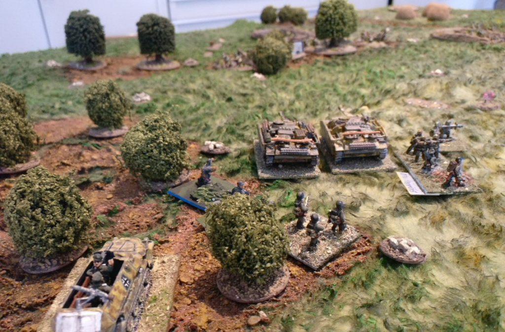 Der linke Flügel nimmt den dritten russischen Zug im Wald unter Feuer. Permanent ohne Ergebnis...