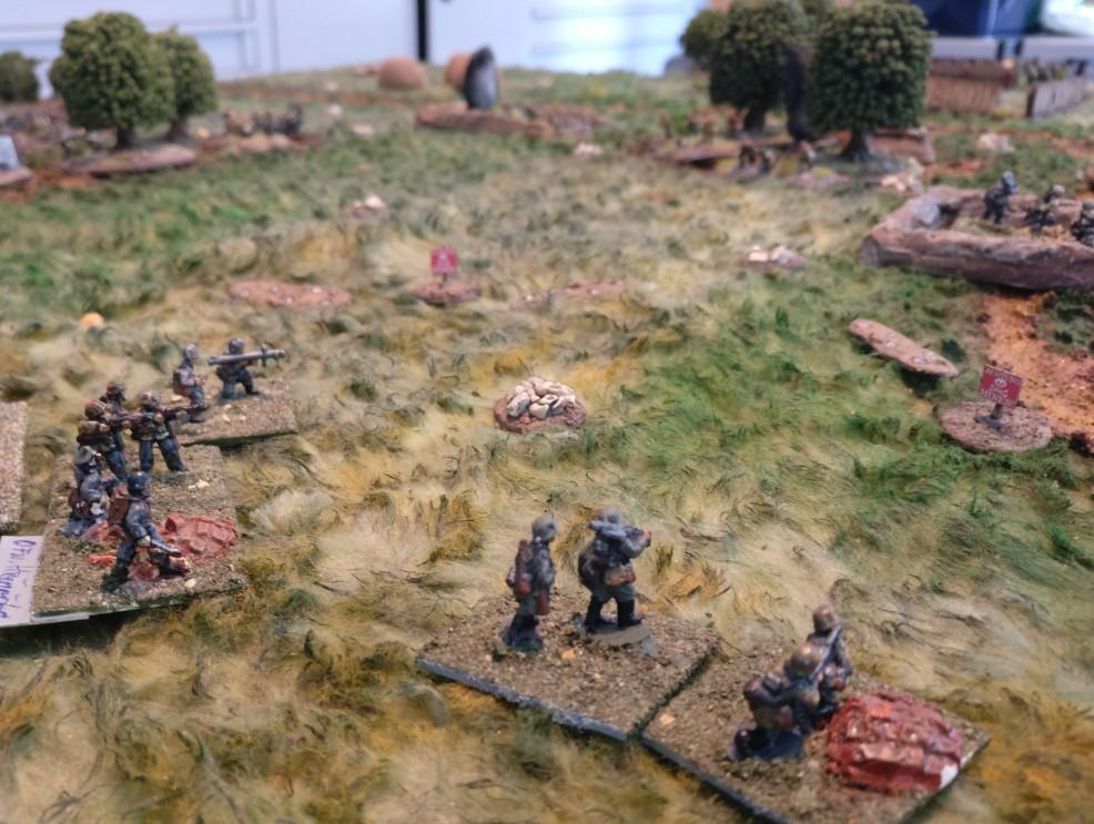 Die Minenfelder verhindern einen Assault des zweiten deutschen Zuges. Lediglich der Beschuss des Gegners aus der Ferne ist möglich.