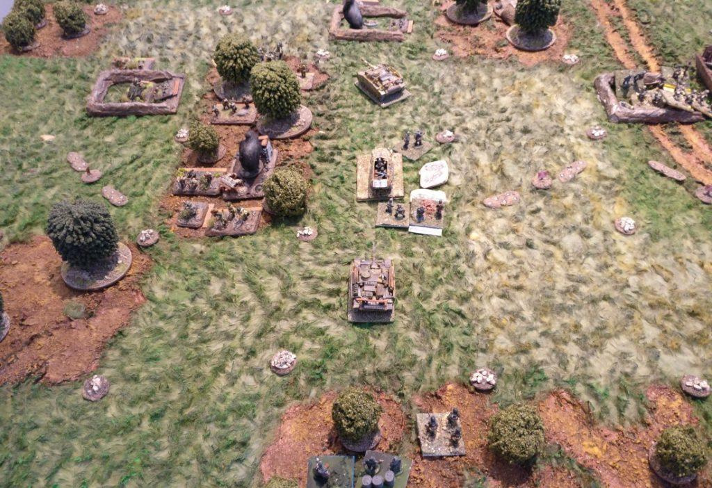 Der Vorstoß des linken deutschen Flügels am uneinnehmbaren Waldstück entlang. Die russische Pakstellung im Zentrum konnte ausgeschaltet werden.