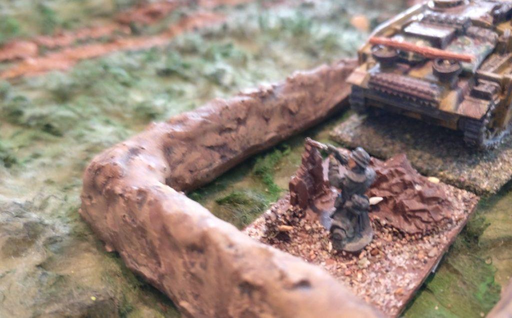 Der deutsche Sniper: Er pinnt zumindest eine der unangreifbaren russischen Einheiten im Waldstück.