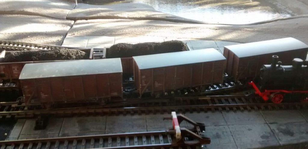 Und schon geht das Rangieren los. Die G10-Güterwägen waren in der Epoche unseres Table-Top-Spiels so häufig wie der Panzer IV oder T-34.