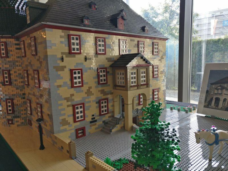 """Modell """"Schloss Werdorf"""" der Brick-Fans Rhein-Main auf der Inspiration Modellbau am 23.09.2017 in der Ludwig-Eckes-Halle in Nieder-Olm"""