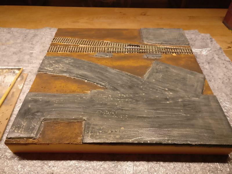 Hier die gesamte Fläche des Spielplatten-Teils. Alle Betonstraßen-Oberflächen wurden mit der Beige-Lasur eingestrichen.