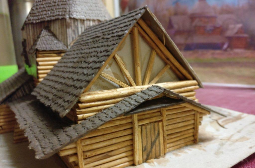Der kunstvoll gestaltete Giebel der Pagode von Xena. Wie schon gesagt: alles wurde from scratch gestaltet.