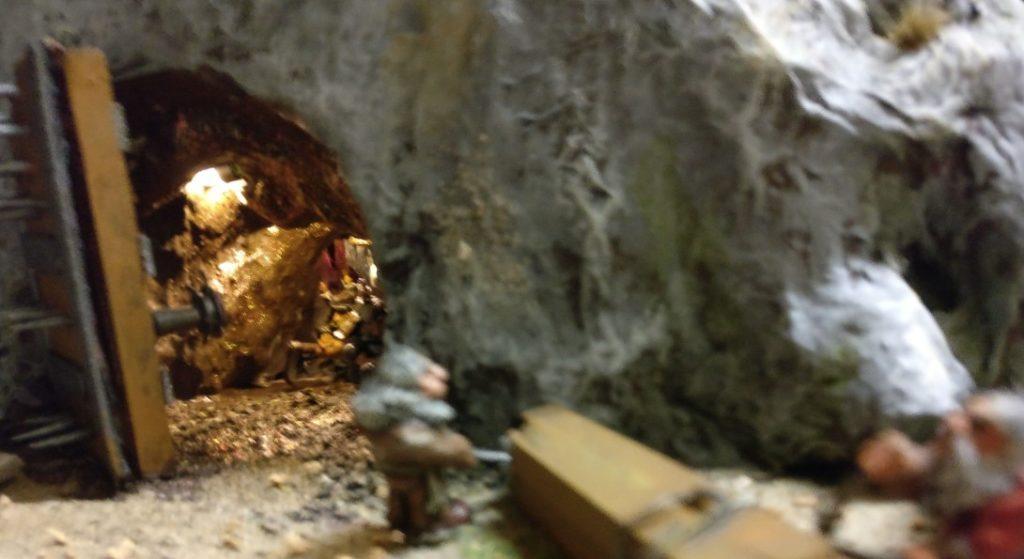 Ein Blick ins Innere der Zwergen-Mine offenbart die dortige Beleuchtung.
