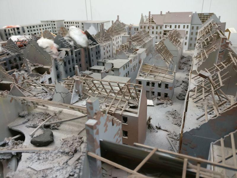 "Foto des Taktikmodells / ""Diorama Häuser-Brand nach Bombenangriff"" im Technik Museum Kassel TMK am 30. September 2017"