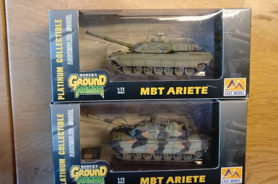 Zwei MBT Ariete von Easy Model. Easy Model (35014) MBT Ariete, Italian E1. Easy Model (35014 und 35015) MBT Ariete, Italian E1.