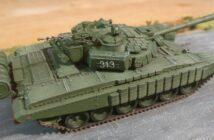 Modelcollect AS72015: Russia Army T-72B with ERA in first chechnya war, North group, Elite squad, 1995