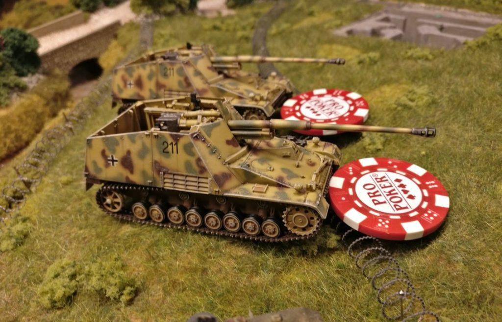 Zwei Panzerjäger Nashorn mit ihren stets hungrigen Acht-Acht-Wummen wurden ebenfalls in Feuerbereitschaft versetzt. Sie möchten dem feuerbereiten T-34 zuvorkommen und ihn daran hindern, den Panzer III an seiner Arbeit zu hindern. Darf das sein?
