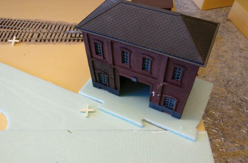 """Hier das ehemalige Vollmer-Fabrikgebäude. Es wird einem der 15cm-PBI-Quadrate zum Status """"Closed"""" verhelfen und vermutlich von deutschen LMGs besetzt werden."""
