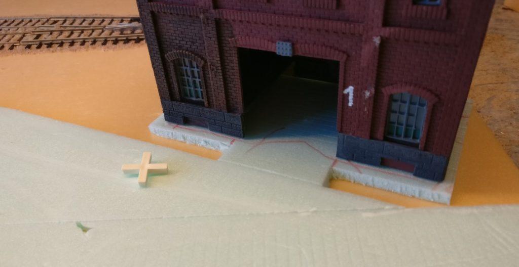 Finale: Fundament und Gebäude stehen.