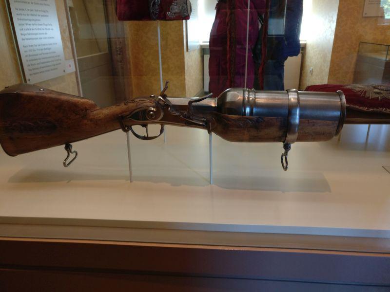 Granatgewehr aus dem 18. Jahrhundert in der militärhistorisch-hessischen Sammlung von Schloss Friedrichstein in Bad Wildungen