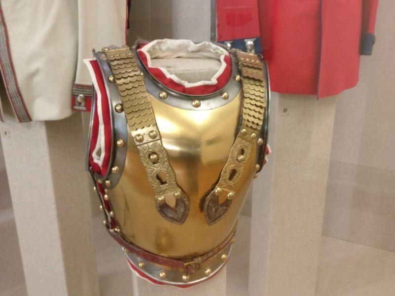 Offiziers-Küraß der Garde du Corps in der militärhistorisch-hessischen Sammlung von Schloss Friedrichstein in Bad Wildungen