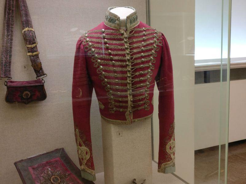 Dolman der Gardehusaren (1813-1821) in der militärhistorisch-hessischen Sammlung von Schloss Friedrichstein in Bad Wildungen