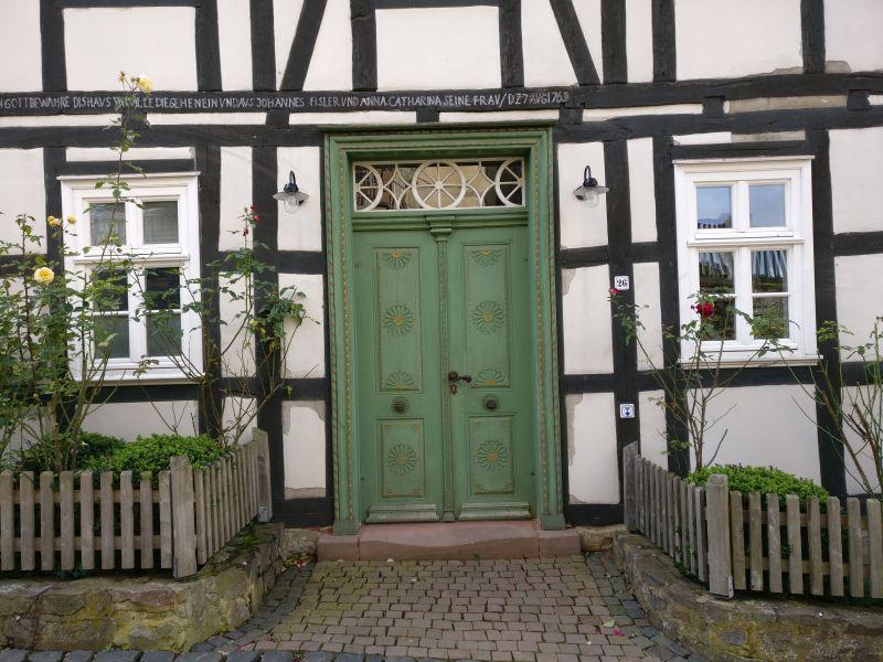 Historische Häuser unterhalb Schloss Friedrichstein in Bad Wildungen