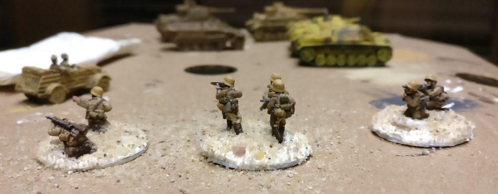 Die 15mm-Afrika-Koprs-Figuren auf den Basen.