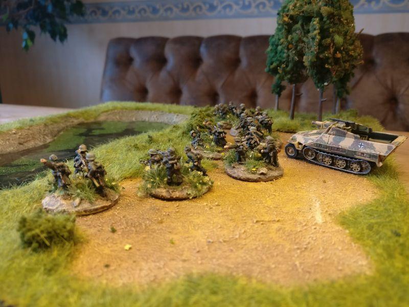 Sieben Schützen-Trupps, vier davon tragen auch Panzerfaust.