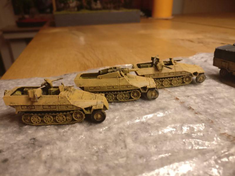 """Drei ex FoW Sd.Kfz. 251 von PSC / Plastic Soldier Company.  Jetzt eingegliedert in die 15mm-Sturmi-Army. Hier sind die drei mit """"Ocker"""" grundiert."""