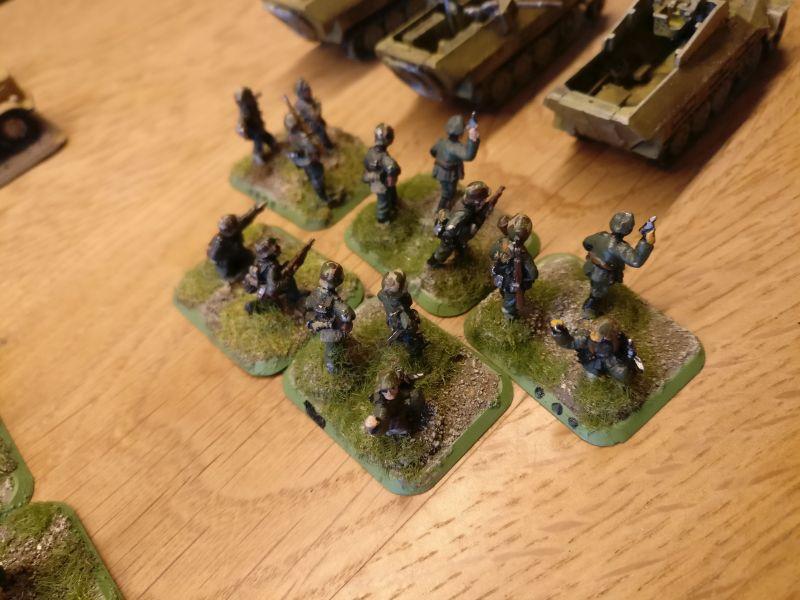 Fünf Basen mit Offizieren und paar Rifles dabei.