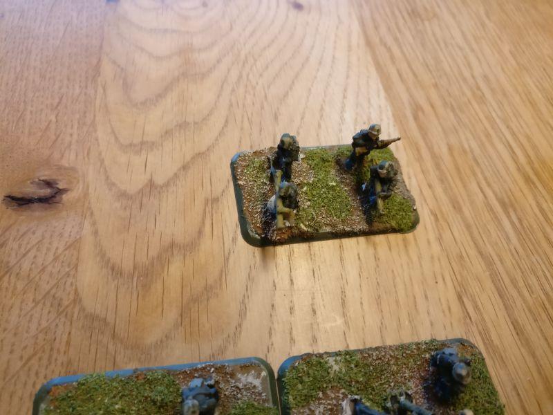 Panzerschreck hat es auch. Aus der einen Base wird man zwei PBI-Basen schneiden können...