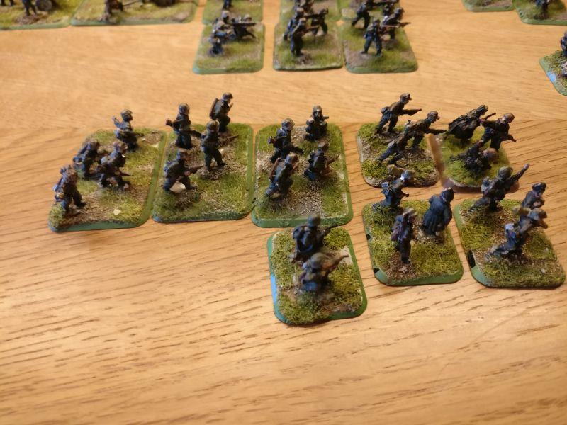 Acht reine Rifle-Basen gibt es, aus denen man vermitlich 11-12 Basen á 3 Minis machen können wird. Bei dem LMG-Basen sind ebenfalls Schützen zu viel drauf.