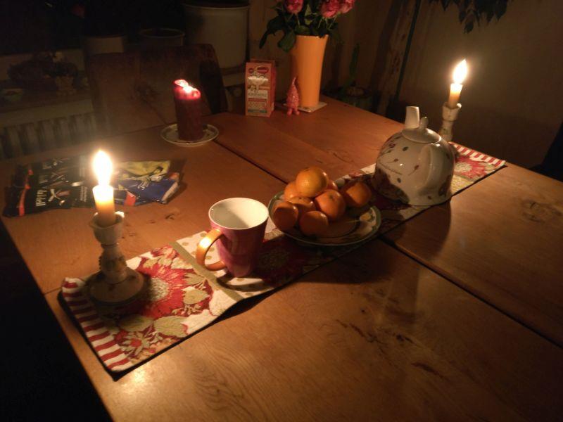 Wieder in der heimischen Kaserne: ein wenig Herbst- (oder schon Winter-) Stimmung ist aufgekommen. Kerzen, beschauliche Ruhe, Heißer Tee, Apfelsinen. Nüsse folgen bald, Lebkuchen ab 1. Dezember auch.