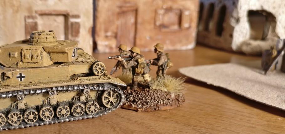 Die PBI Rifle Base mit drei Gewehr-Schützen in 15mm. DAK / Deutsches Afrika Korps