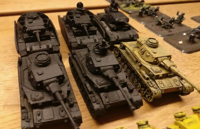 Drei Panzer III und drei Panzer IV.
