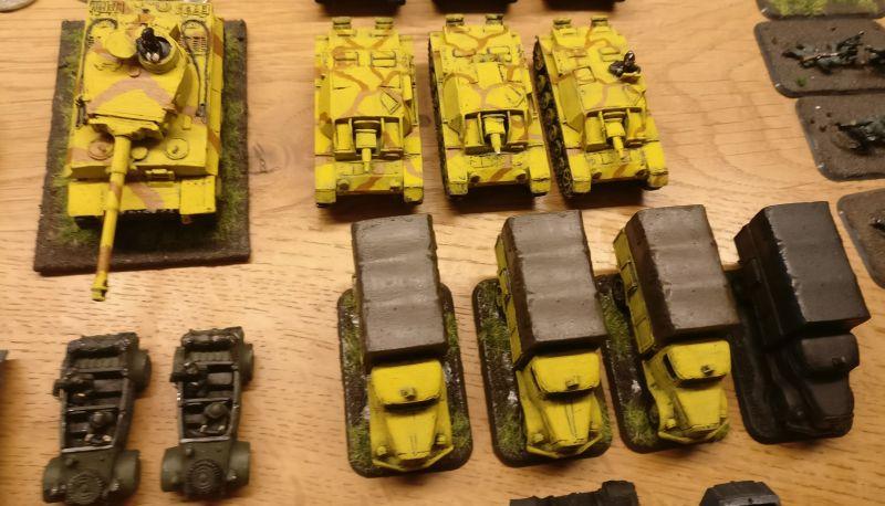 Drei StuG III, ein Tigerlein und reichlich Transportkapazität fürspontane infanteristische Besuche beim Gegner. Schick auch: zwo Kübelwagen sind mit von der Partie.