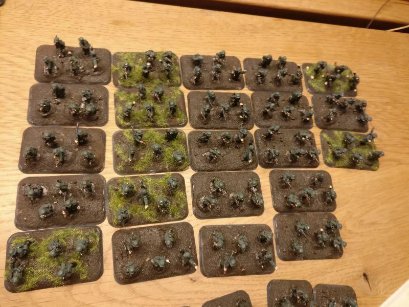 23 herzallerliebste Infanterie-Basen mit LMG und allerlei anderem nutzenbringendem Gerät.
