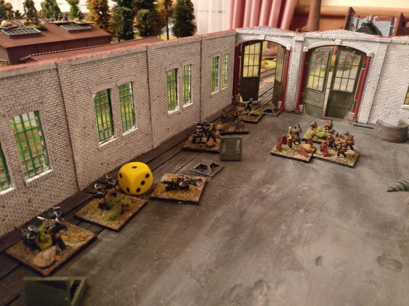Eines der drei Objectives liegt in der Fabrikhalle ( der gelbe Würfel symbolisiert das Objective )