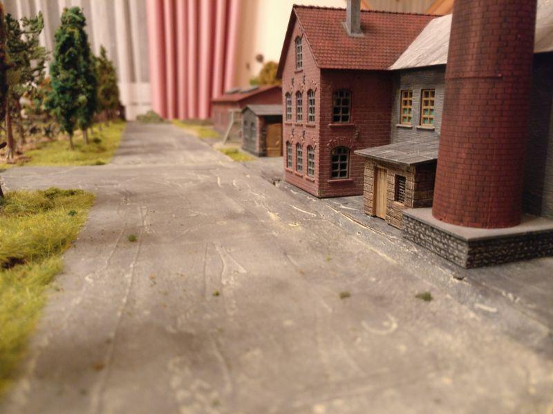 Die Stalinallee entlang dem Industrierevier. Über diese Straße führt der deutsche Angriff.